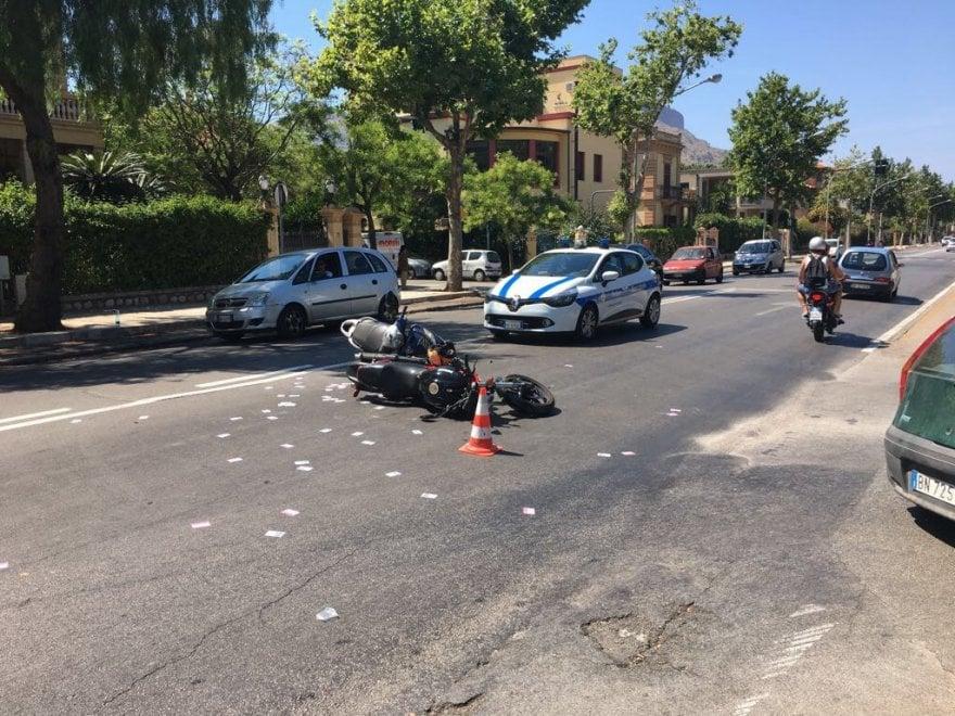 Palermo: scontro tra moto a Mondello, tre feriti
