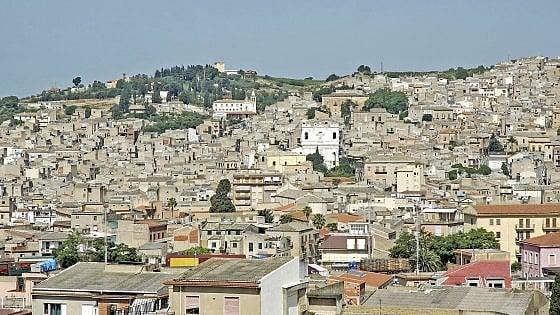 Tragedia in Sicilia: difende donna da apprezzamenti pesanti, 22enne muore accoltellato [NOME]