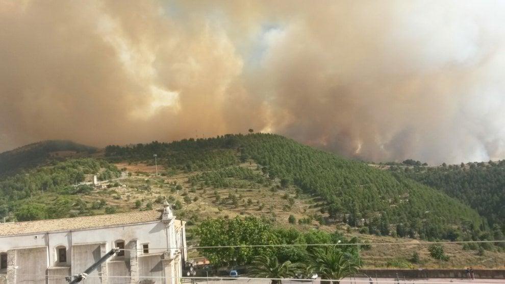 Chiaramonte Gulfi: in fiamme ettari di terreno