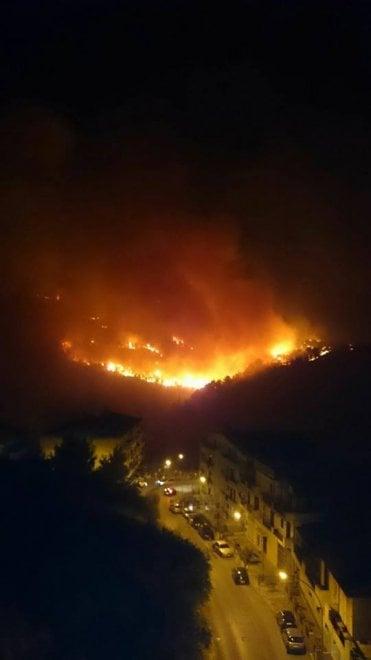 Notte di fuoco a Chiaramonte Gulfi