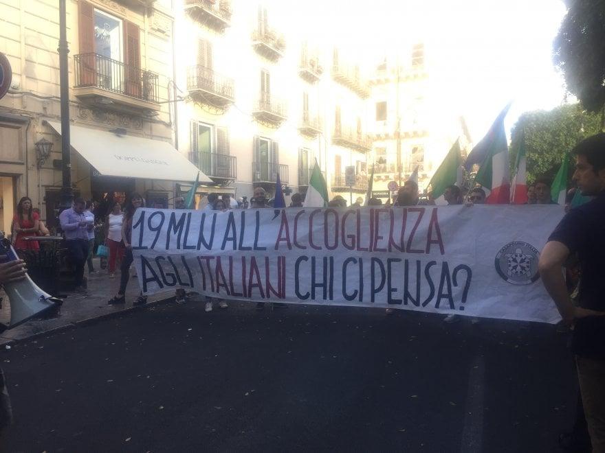 Palermo il forum anti razzista sfratta da piazza verdi for Registrare gli stili di casa