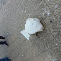 Palermo, le immagini del busto danneggiato di Giovanni Falcone