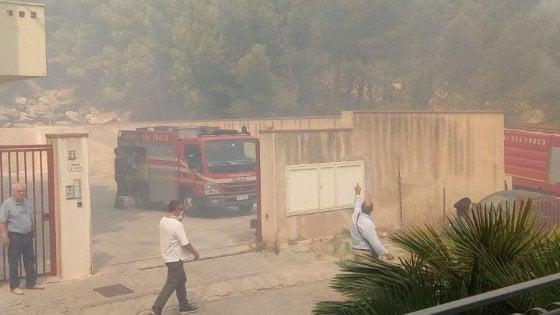 Roghi in Sicilia: fiamme a Palermo e Sciacca. Chiusa l'autostrada a Catenanuova
