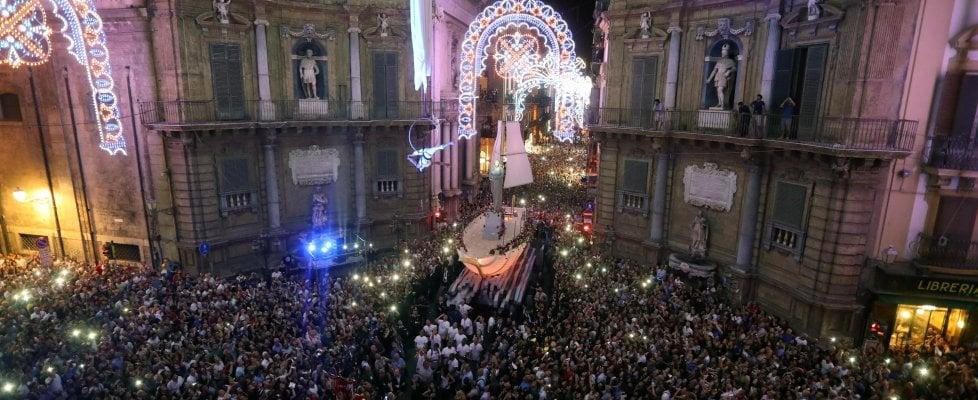 Palermo: trecentomila sul Cassaro per la notte di Rosalia, il rito del Festino