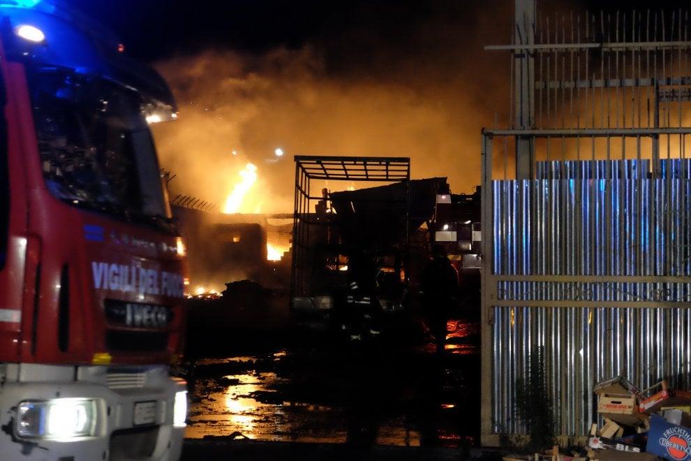 Palermo, due raid incendiari in contemporanea