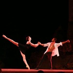 """La giovanissima """"Carmen"""" di Josè Perez al Teatro antico di Taormina"""