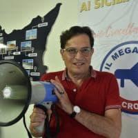 Crocetta torna a impugnare il megafono: