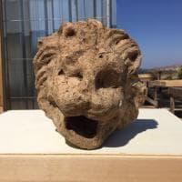 Valle dei Templi di Agrigento: una testa di leone e altri reperti nell'agorà