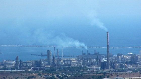 Sequestrati due stabilimenti del petrolchimico di Priolo: decisione storica