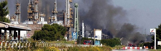 Inquinamento, sequestrati tre impianti  del petrolchimico di Siracusa