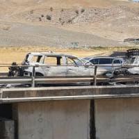 Scontro frontale sulla Palermo-Catania: auto in fiamme, grave una donna