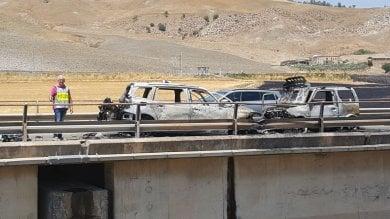 Scontro frontale sulla Palermo-Catania auto in fiamme, grave una donna
