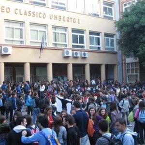Scontri all 39 umberto fra liceali e poliziotti giovane for Liceo umberto palermo
