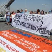 Migranti, Catania: sit in al porto degli antirazzisti contro la nave dell'estrema