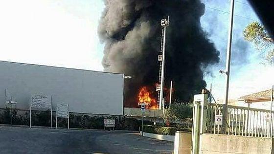 Trapani, rogo ad Alcamo: a fuoco un deposito