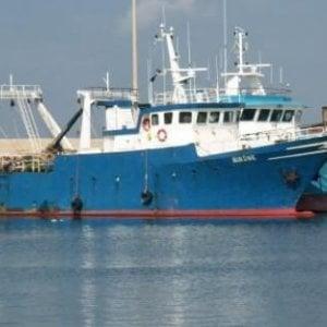 """Attacco a un peschereccio siciliano in mare. L'armatore: """"Spari da motovedetta tunisina"""""""