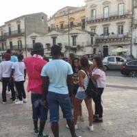 Migranti, Modica: 50 minori non accompagnati accolti con un giro fra le bellezze barocche