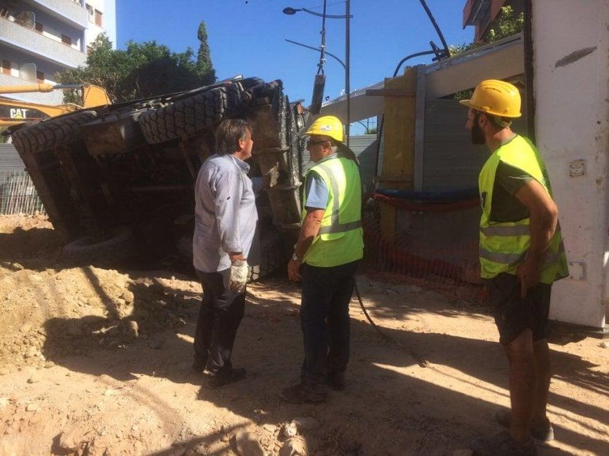 Palermo: si ribalta gru mobile al cantiere dell'anello ferroviario
