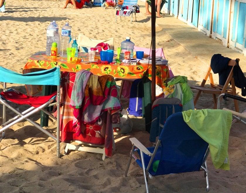 Pranzi e cene in spiaggia. Le foto dei lettori