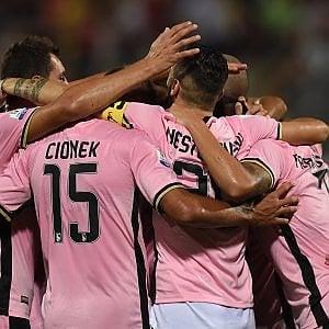 Palermo, goleada rosanero in Coppa Italia: fuori dallo stadio la contestazione degli ultrà
