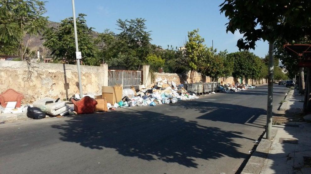 Palermo, torna l'allarme immondizia: le foto inviate dai lettori