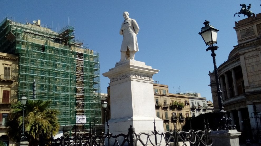 Palermo: la statua di Ruggero Settimo torna come nuova