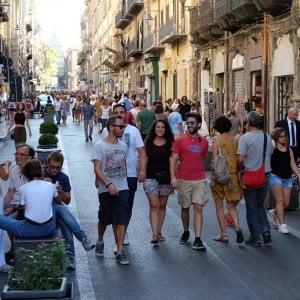 Negozi aperti e boom di turisti, la città che non va in ferie