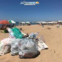 Rifiuti: emergenza da Palermo a Trapani, a Montallegro spiaggia piena di