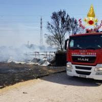 Incendio in provincia di Siracusa, evacuate sei famiglie