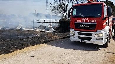 Incendio in provincia di Siracusa evacuate sei famiglie