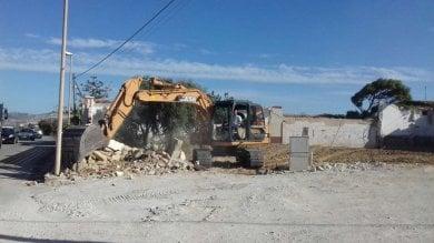 Licata: riprese le demolizioni delle villette abusive