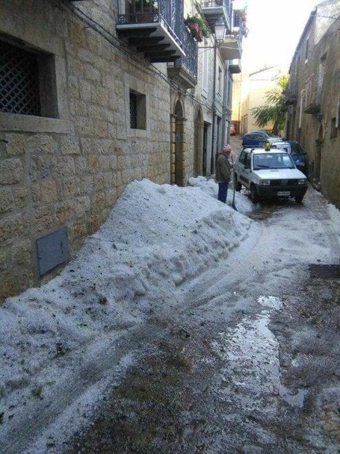 Maltempo in Sicilia, Gangi imbiancata dalla grandine