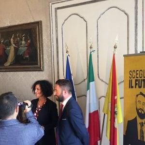 """Elezioni Sicilia, polemica sul grillino Cancelleri: """"Idea medievale della donna"""""""