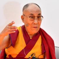 L'educazione alla gioia del Dalai Lama. Gli appuntamenti di lunedì 18 settembre