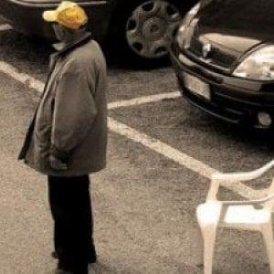 Palermo, un messaggio su Facebook per denunciare i parcheggiatori abusivi