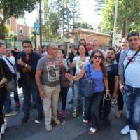 Palermo, bidelli precari senza stipendio: protesta davanti alla Prefettura