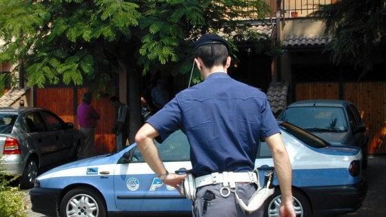 Stazione, colpisce al volto poliziotto Fermato un parcheggiatore abusivo