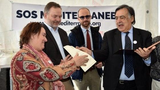 """Migranti, il sindaco di Palermo: """"Denuncio l'Europa per genocidio"""""""
