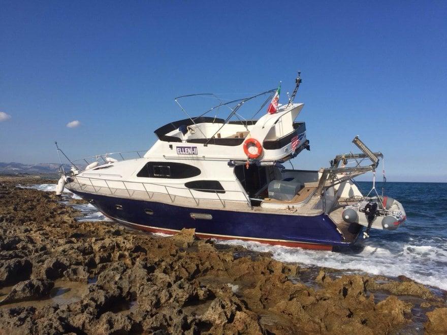 Ecco lo yacht statunitense approdato a Vendicari con 61 migranti a bordo