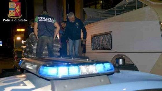Ragusa: tre milioni di euro in marijuana sul tetto del camper, arrestato