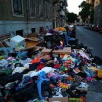 Palermo: prigioniera in casa per colpa dei rifiuti, la Rap interviene ma in 24 ore tornano gli incivili