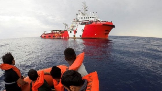 Migranti: perquisita la nave di Save the Children ormeggiata a Catania