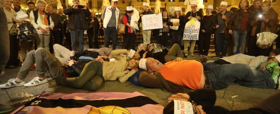 """Palermo, caos movida. La rivolta dei cuscini: """"Ora basta, sindaco facci dormire"""""""