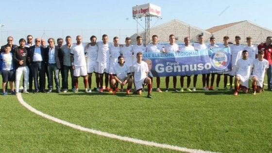 Regionali Sicilia, Rosolini: la squadra di calcio in campo col candidato e lo striscione