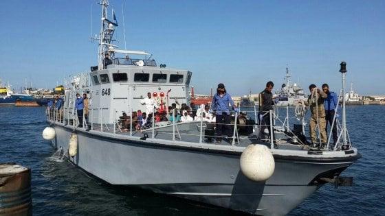 """Migranti, soccorso """"conteso"""" con la Libia. La Sea Watch: """"Almeno 30 dispersi"""""""