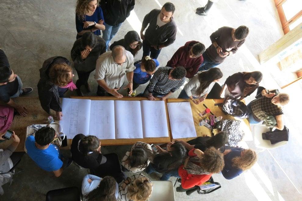 Palermo, 40 studenti di Architettura e Belle Arti lavorano al bus dell'arte di Manifesta 12