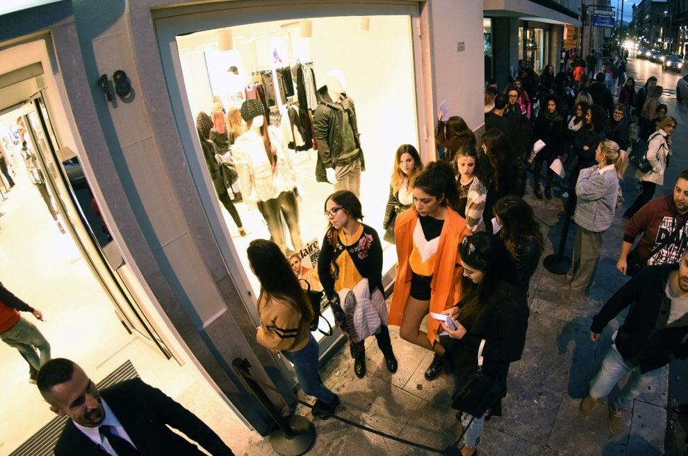 Palermo: centinaia di ragazze in coda da Ovs al casting per modelle Marie Claire