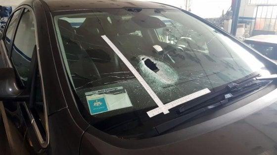 Sassi dal cavalcavia: arrestati due 17enni nel Messinese. Sono accusati di tentato omicidio