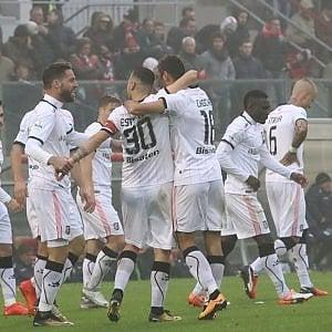 Serie B, il Palermo vince a Cremona e scatta in testa alla classifica