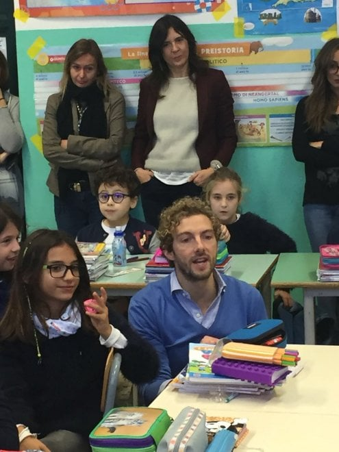 Palermo, Alessandro D'Avenia insegnante a sorpresa per i bambini della Garzilli